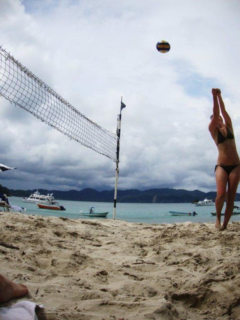 Volleyball on Isla Tortuga - Jaco