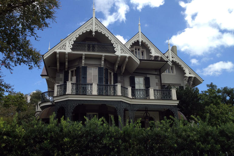 Garden District Walking Tour - New Orleans