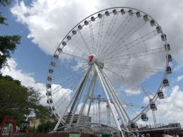 Wheel of Brisbane Ferris wheel, South Bank: like the London Eye but in Brisbane! , hayley g - January 2011