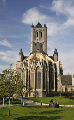 A stunning Church, that looks so grand. Very popular with the tourists taking images. , michael L - November 2013