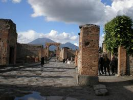 An excavated street in Pompeii with Vesuvius in the background., Kris W - March 2008