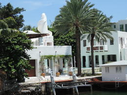 Photo of Miami Miami Combo Tour: City Sightseeing, Biscayne Bay Cruise and Everglades Airboat Ride villa