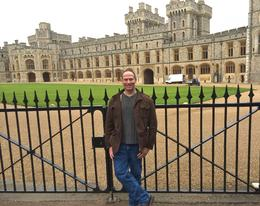 Right behind me is the royal residences of Windsor Castle , Alex - December 2013