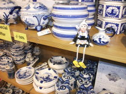 Delftware Pottery in Volendam Souvenir Shop_Tania Dey , TANIA DEY - August 2012