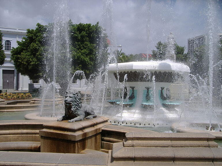 Front view of the Fountain of the Lions - San Juan