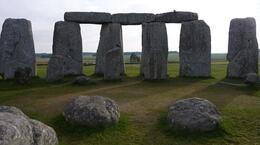 The primary alignment of the henge, Susan H - August 2010