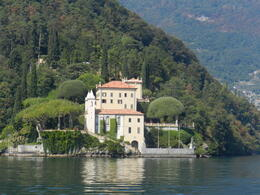 Another beatufiul home bordering Lake Como , Amadeo P - October 2012
