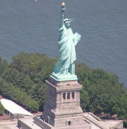 Photo of New York City Manhattan Sky Tour: New York Helicopter Flight Hellicopter Tour of the Statue of Liberty