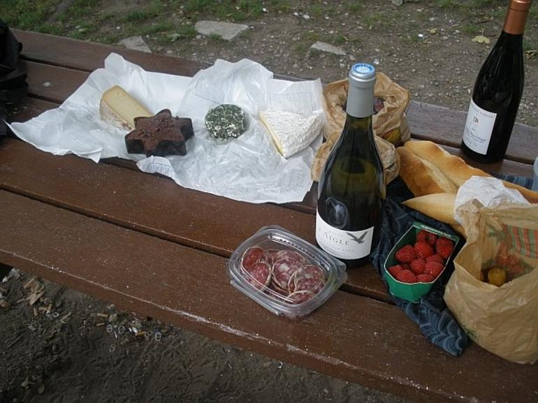 Picnic by the water - Paris