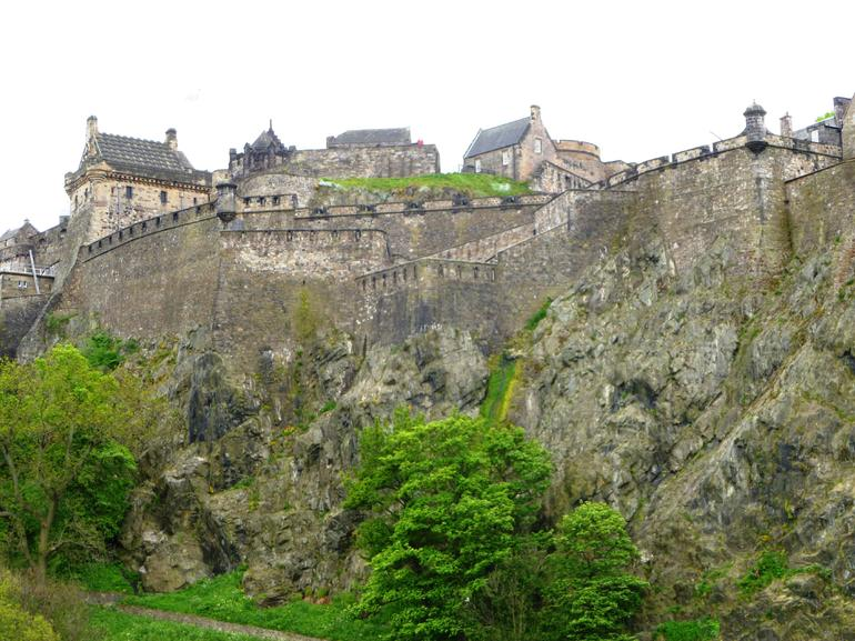 The view from the road to the Royal Mile - Edinburgh