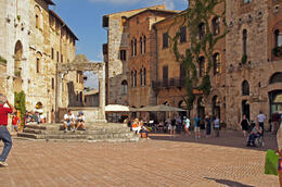 Photo of Florence Tuscany in One Day Sightseeing Tour Piazza della Cisterna in San Gimignano