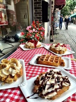 Be sure and get a Belgian Waffle! , Lisa F - September 2015