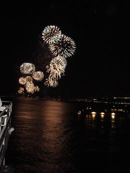 The amazing fireworks: Macy's had 6 boats on the Hudson river full of fire works. - July 2009