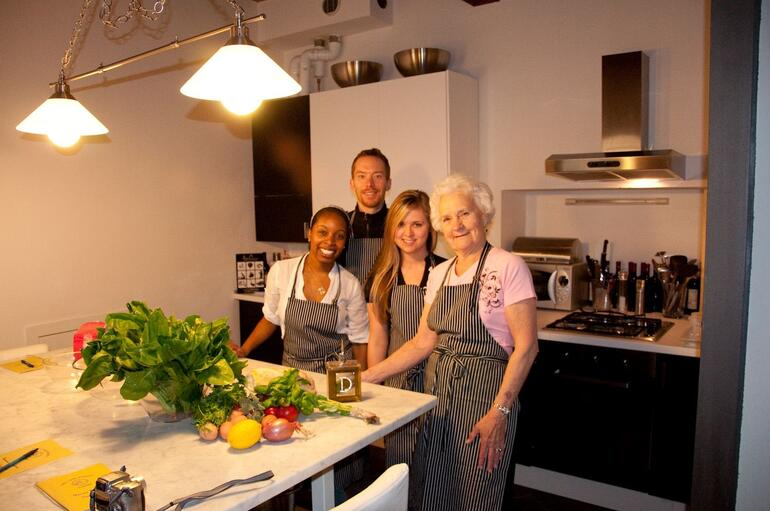 Small group of four learn to cook - Florence