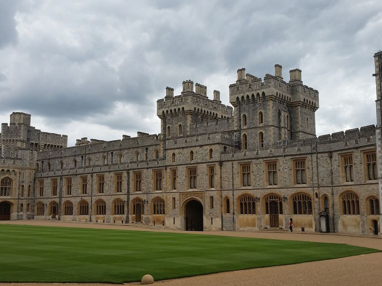 Windsor castle tours trips tickets london attractions for Interieur windsor