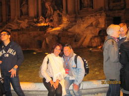 Photo of Rome Panoramic Rome by Night Tour pause devant la fontaine de Trévi!