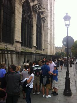 The queue to get into the Notre-Dame Cathedral!, Dominique - September 2011