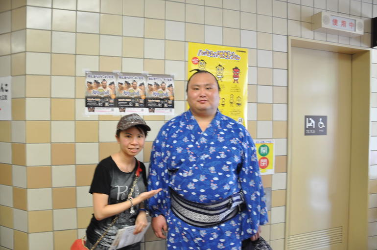 We encountered one of sumo wrestlers in the hallway. - Tokyo