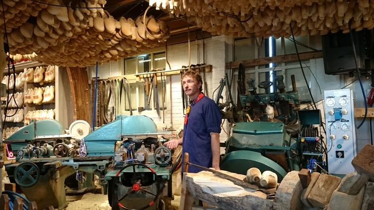 Wood shoemaker's workshop. - Amsterdam