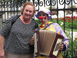 Photo of Vienna Salzburg Day Trip from Vienna Clown musician with me in Salzburg
