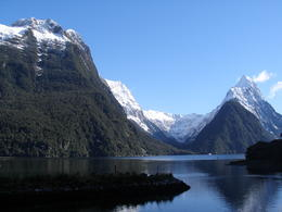 Foto von Queenstown Full-Day Milford Sound and Fiordland National Park Tour including Milford Sound Cruise and BBQ Lunch from Queenstown Milford Sound