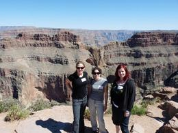 Jacque, Suzann and Kelly pose near Eagle Point. - May 2009