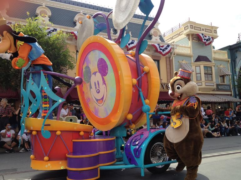 Mickey's Soundsational Parade - Anaheim & Buena Park