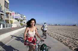 Photo of Los Angeles Electric Bicycle Tour of Santa Monica and Venice Beach Cruising down Venice Beach