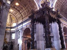 Photo of Rome Skip the Line: Vatican Museums, Sistine Chapel and St Peter's Basilica Half-Day Walking Tour Der Baldachin in der Peters Basilika