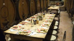 Photo of Rome Tuscany in One Day Sightseeing Tour from Rome La ferme Poggio Il Castellare quelle belle table !