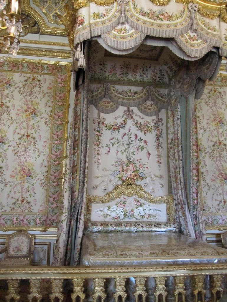 Marie Antoinette's bed - Paris