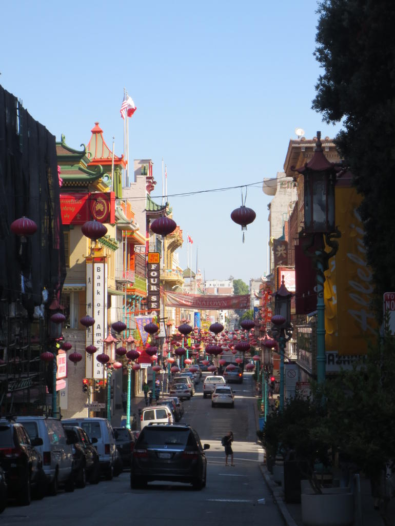 Walking Tour of Chinatown - San Francisco