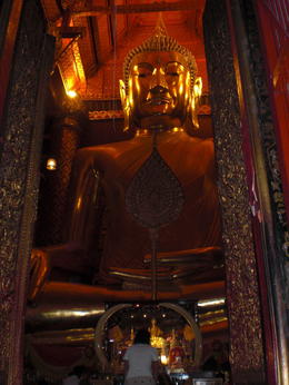 Large bronze statue of Wat Mahathat - March 2013