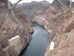 A beautiful pic of Hoover Dam, Jasmine .T - April 2009