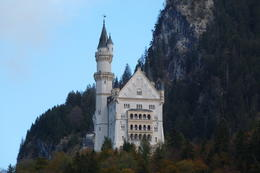 Photo of Munich Royal Castles of Neuschwanstein and Linderhof Day Tour from Munich Picture walking up to castle