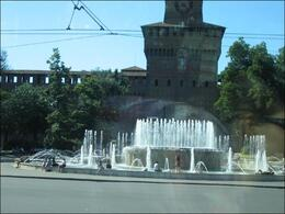 The fountain in front of the Castello Fort in Milano., Jose E - July 2008