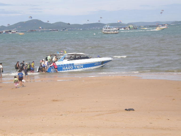 Heading off to the Island by speedboat. - Pattaya
