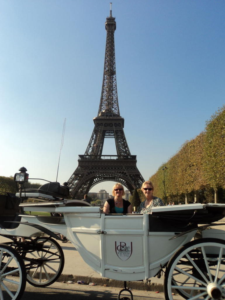 Romantic Horse and Carriage Ride through Paris Mum and Daughter - Paris