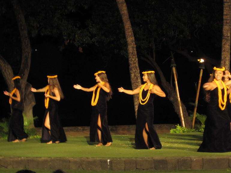 Beautiful dancers - Maui