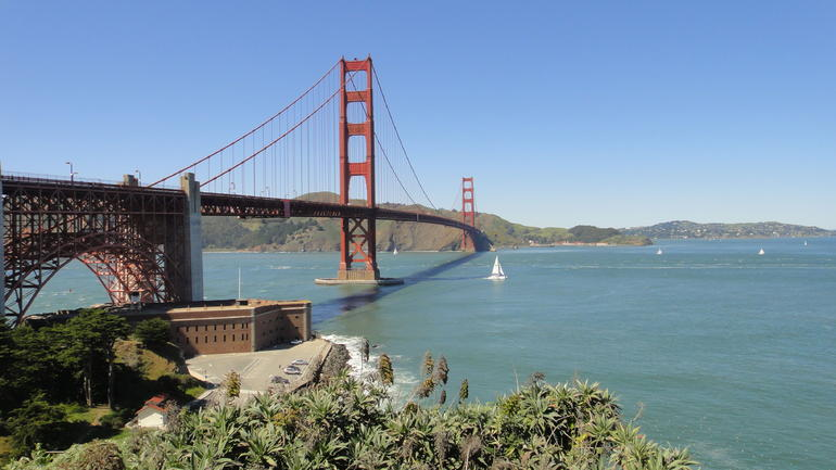 Golden Gate Bridge. - San Francisco