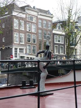 Strolling along the canals taking in the atmosphere. While in the Jordaan you can visit an actual house boat called the Houseboatmuseum. Free entry if you have the Viator's ' I amsterdam Card - City ... , Chou Fleur - September 2010