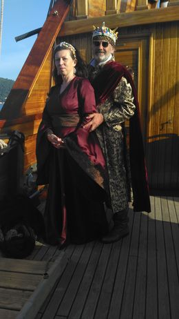 Anne as Cersi and a king with sunglasses from the future , A A - June 2016