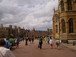 Photo of London Stonehenge, Windsor Castle and Bath Day Trip from London Calles de Windsor