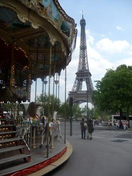 Photo of   Carousel near the Eiffel Tower