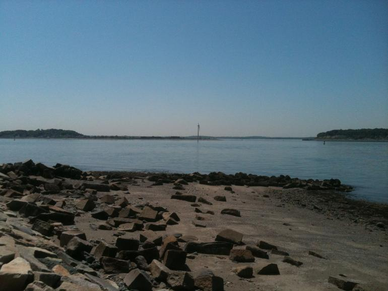 Rocky beach, Georges Island - Boston