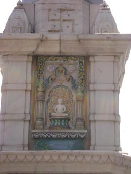 Our first stop was a Jain temple. Mohsin our guide explained the Jain religion to us - which is an Indian religion that prescribes pacifism and a path of non-violence towards all living beings. They ... , Balti-most - May 2011