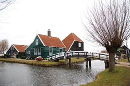 Photo of Amsterdam Amsterdam Super Saver 3: City Tour, Zaanse Schans Windmills, Volendam and Marken Day Trip Beautiful Houses at Zaanse Schans