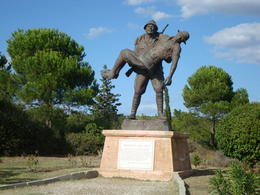 Photo of Istanbul Gallipoli Day Trip from Istanbul Turkish soldier carrying wounded Anzac soldier