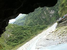 Photo of Taipei Taroko Gorge Full-Day Tour from Taipei Looking from under a rock!