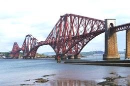 The rail bridge over the river Forth, from Edinburgh to the kingdom of Fife , Bruce - June 2011